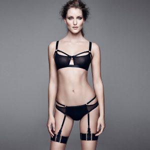 string porte-jarretelles bondage strapping BDSM lingerie Bordelle